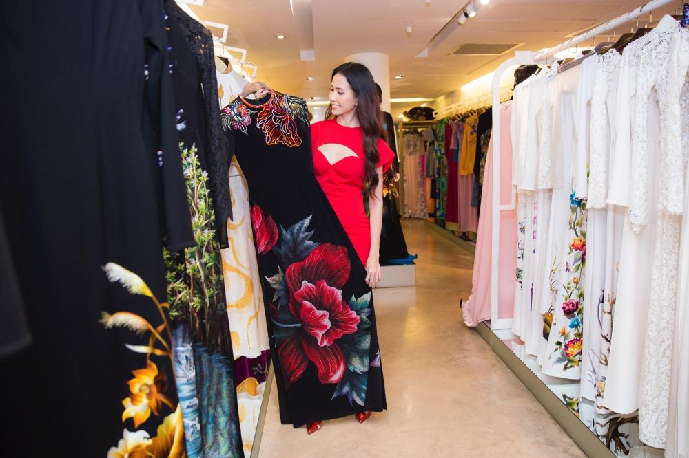 NTK Đinh Văn Thơ thiết kế áo dài cho Phan Thị Mơ đi thi Hoa hậu 2