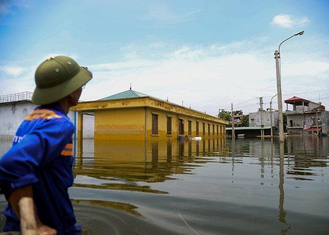 Vỡ đê Bối ở Hà Nam, cả trăm hộ dân sống khổ sở trong biển nước 5
