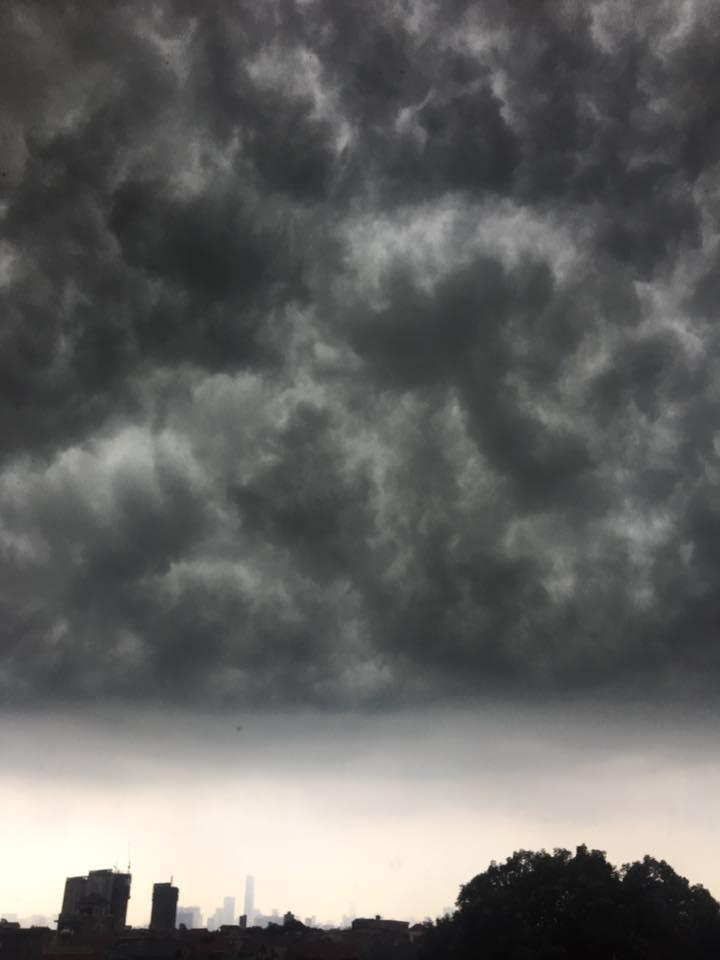 Hà Nội: Mây đen phủ kín bầu trời như trong phim viễn tưởng 9
