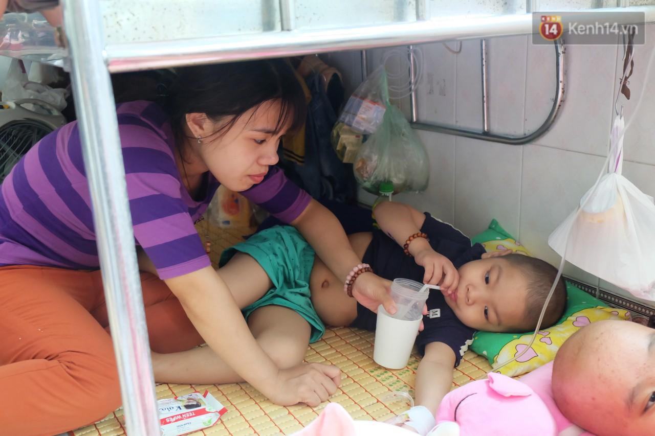 Phòng 301 viện ung bướu: Căn nhà thứ 2 của những đứa trẻ trọc đầu và những người mẹ không tên 6