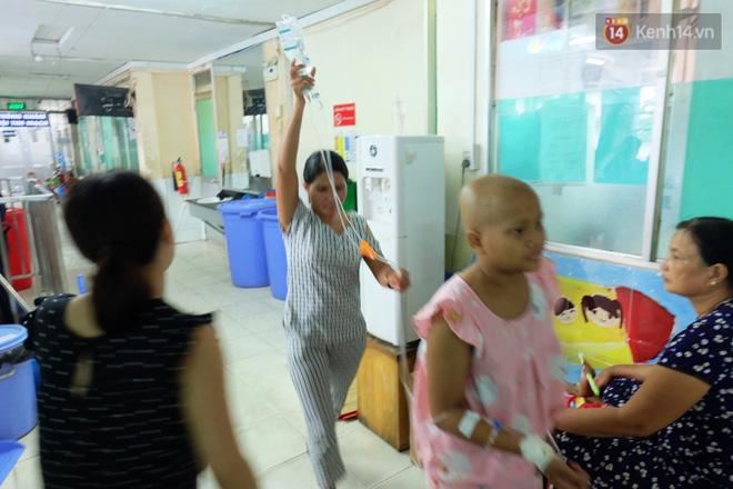 Phòng 301 viện ung bướu: Căn nhà thứ 2 của những đứa trẻ trọc đầu và những người mẹ không tên 3