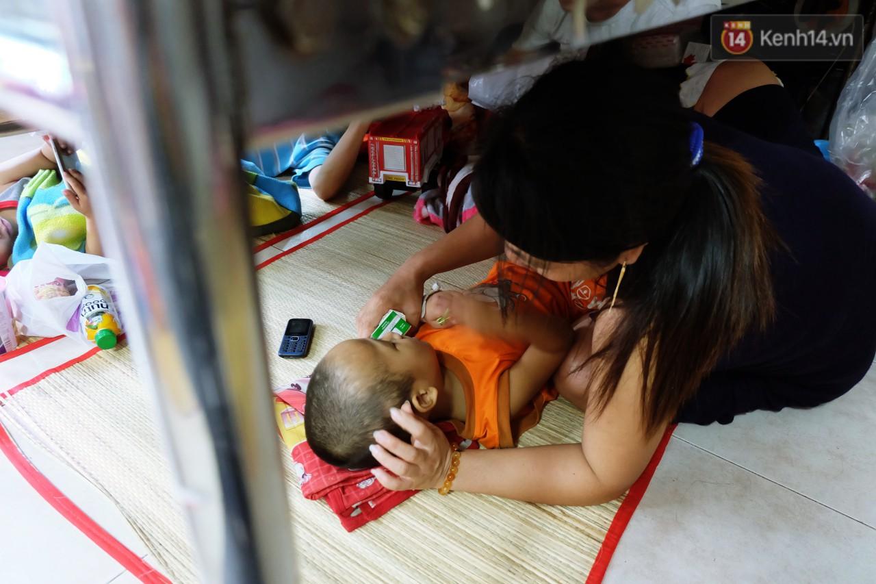 Phòng 301 viện ung bướu: Căn nhà thứ 2 của những đứa trẻ trọc đầu và những người mẹ không tên 10