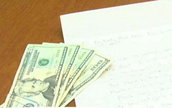 Hy hữu: Kẻ trộm trả lại tiền đã lấy kèm thư xin lỗi cho nạn nhân 1