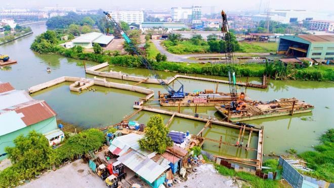 Chùm ảnh: Toàn cảnh sự 'bất động' của loạt công trình chống ngập ở Sài Gòn vì... thiếu vốn, không còn bóng công nhân 11