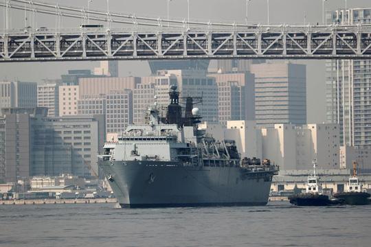 Cận cảnh tàu sân bay tấn công đổ bộ Anh cập cảng Tokyo 1