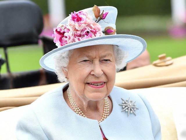 Nguyên tắc kỳ lạ của Hoàng gia Anh: Không ai được phép đi ngủ trước nữ hoàng Anh, còn nữ hoàng đích thị là một… cú đêm 1