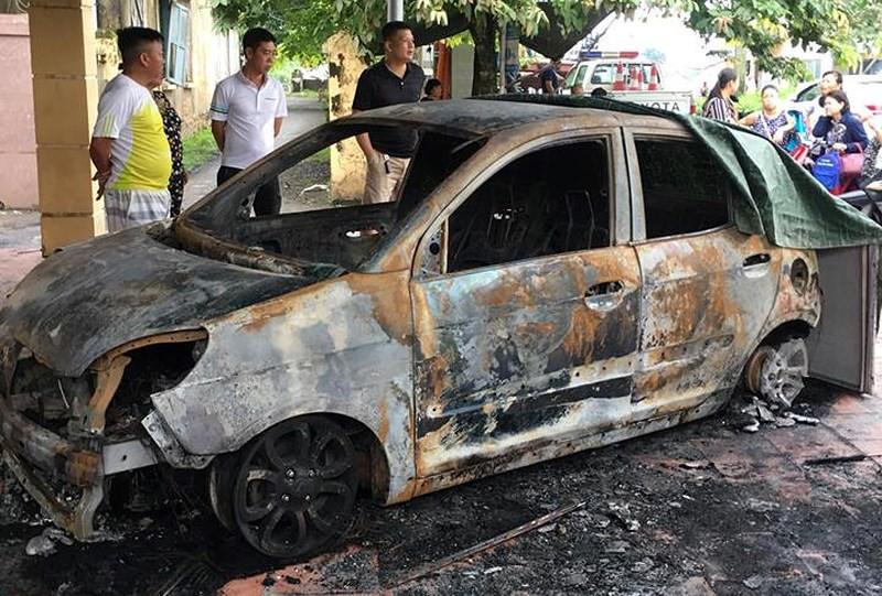 Xe ô tô của đại úy CSGT bị đốt cháy rụi trước cổng trụ sở công an 1