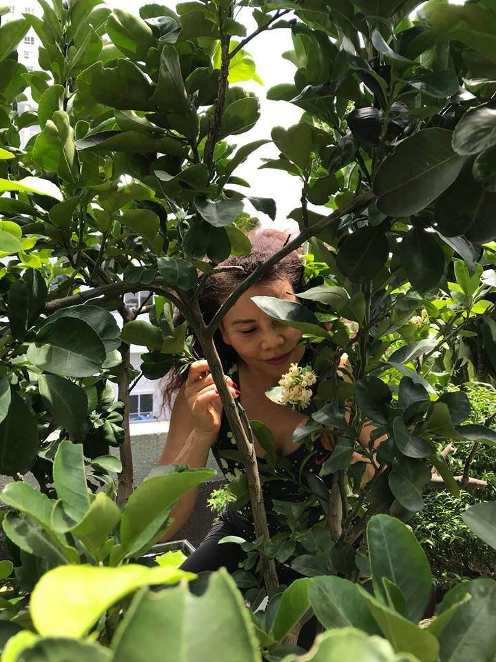 """Mẹ Hồ Ngọc Hà vẫn """"nông dân"""" thế này dù con gái thu nhập khủng, ở biệt thự đắt giá 6"""