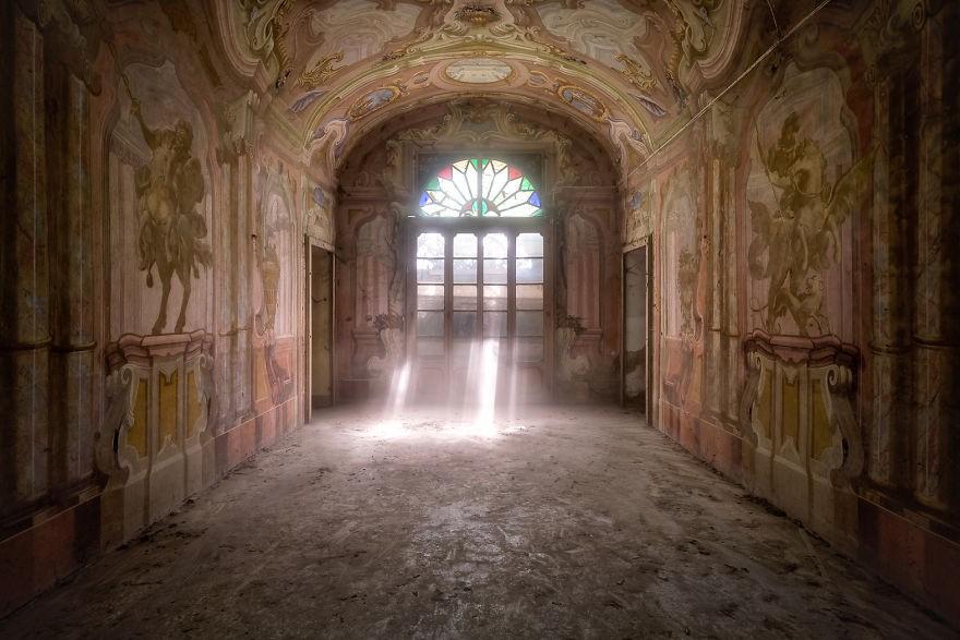 Cùng ngắm nhìn vẻ đẹp ma mị của 25 toà lâu đài và biệt thự bỏ hoang ở châu Âu 2