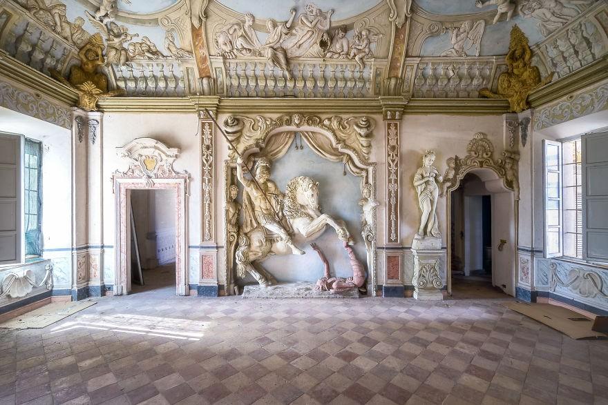 Cùng ngắm nhìn vẻ đẹp ma mị của 25 toà lâu đài và biệt thự bỏ hoang ở châu Âu 3