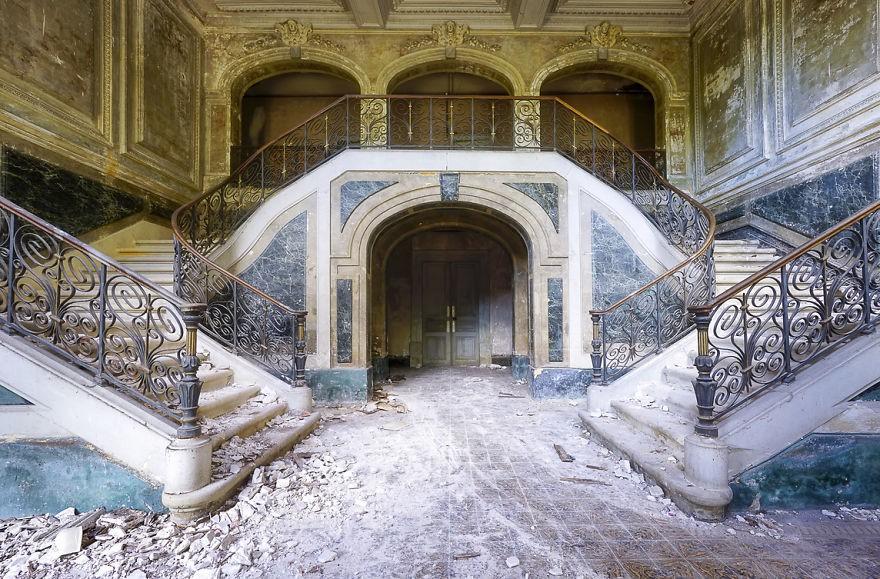 Cùng ngắm nhìn vẻ đẹp ma mị của 25 toà lâu đài và biệt thự bỏ hoang ở châu Âu 5