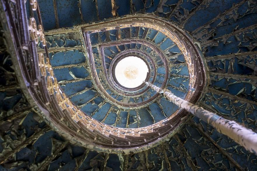 Cùng ngắm nhìn vẻ đẹp ma mị của 25 toà lâu đài và biệt thự bỏ hoang ở châu Âu 11