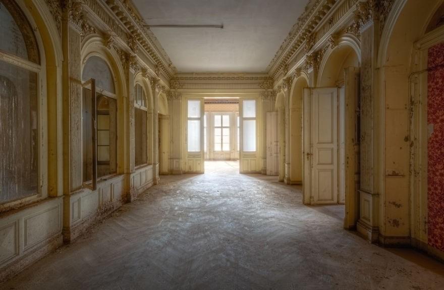 Cùng ngắm nhìn vẻ đẹp ma mị của 25 toà lâu đài và biệt thự bỏ hoang ở châu Âu 22