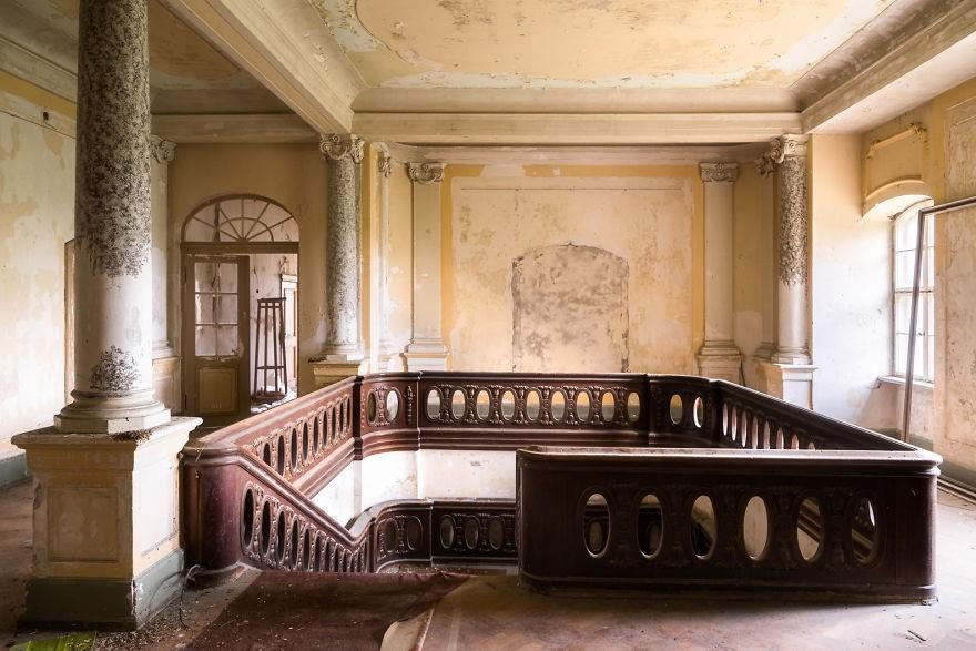 Cùng ngắm nhìn vẻ đẹp ma mị của 25 toà lâu đài và biệt thự bỏ hoang ở châu Âu 23