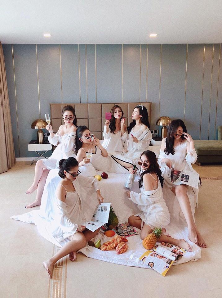 Hội mẹ bỉm sữa hot nhất Hà thành: Ai cũng xinh đẹp và quyến rũ