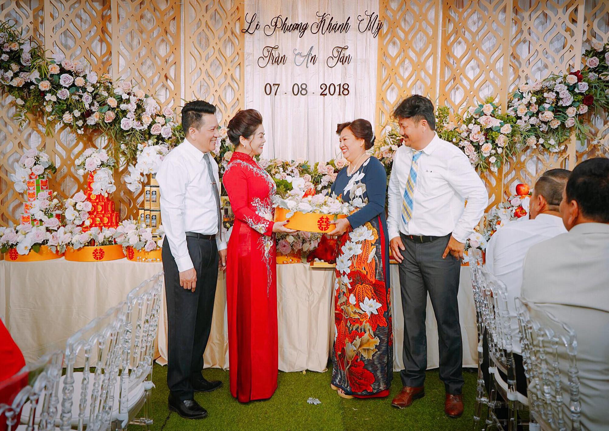 Toàn cảnh lễ ăn hỏi lung linh của Vân Navy và chồng doanh nhân tại Hà Nội sáng nay - Ảnh 2.