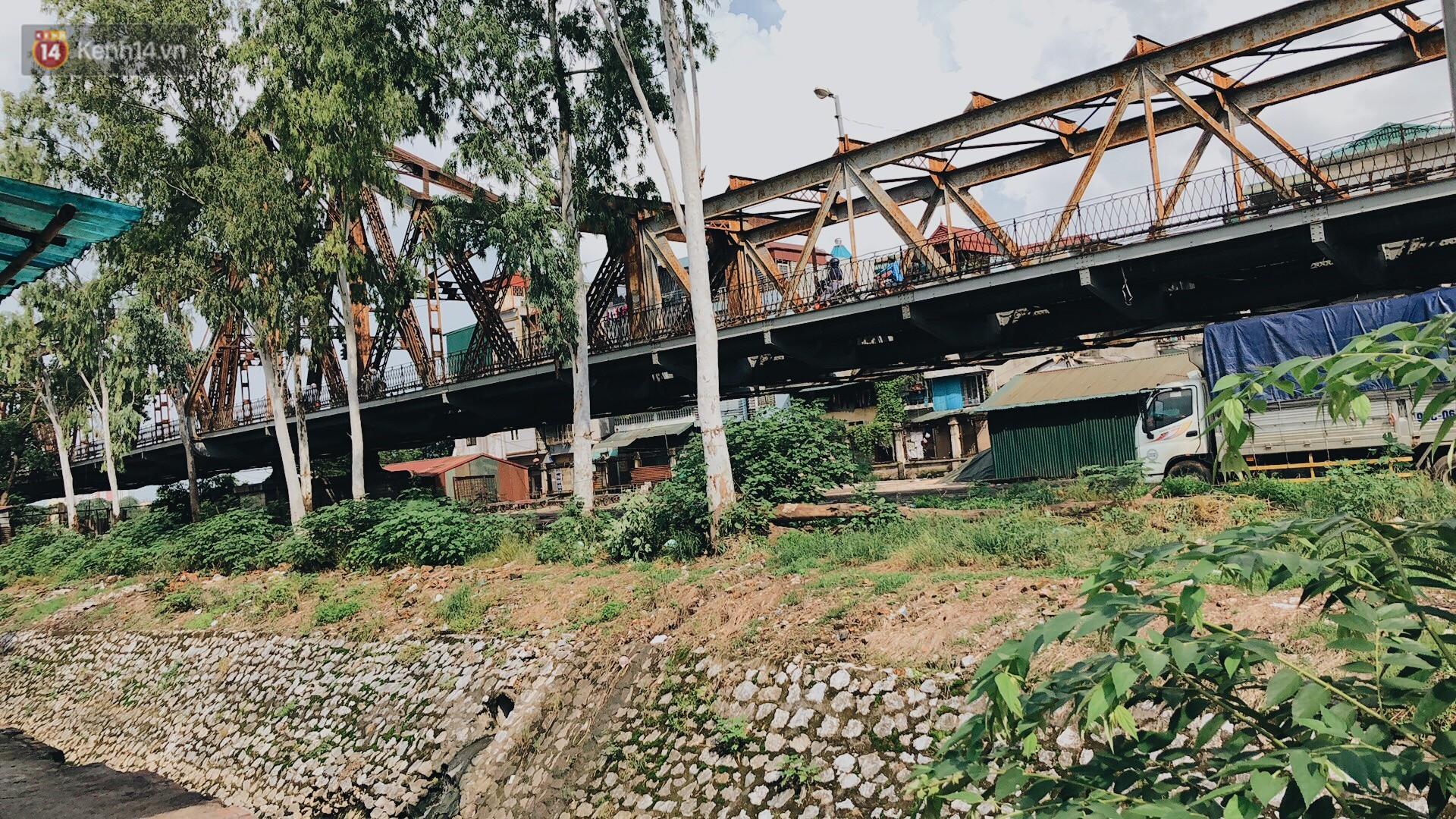 Cuộc sống của dân ngụ cư dưới chân cầu Long Biên: Hễ mở cửa là