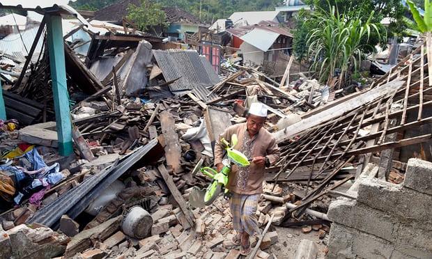 Thảm họa động đất tại Indonesia: Gần 100 người chết, nhà cửa thiệt hại hoàn toàn 1