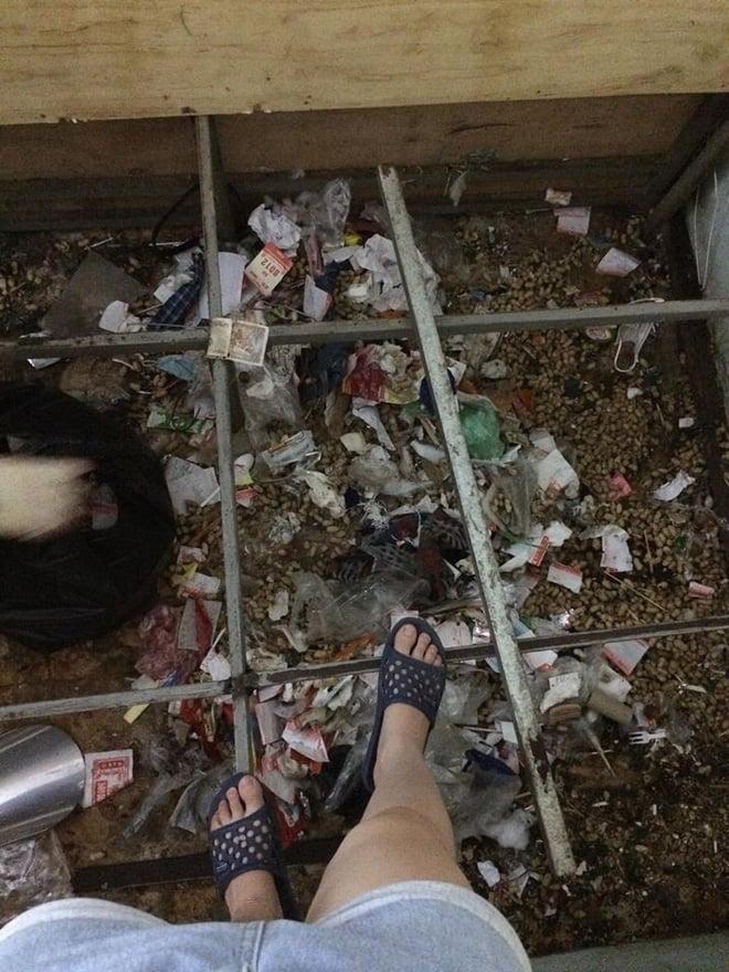 Lại xuất hiện gái xinh siêu ở bẩn, ra ngoài phấn son lồng lộn, ở nhà thì xả rác ngập ngụa gầm giường 2