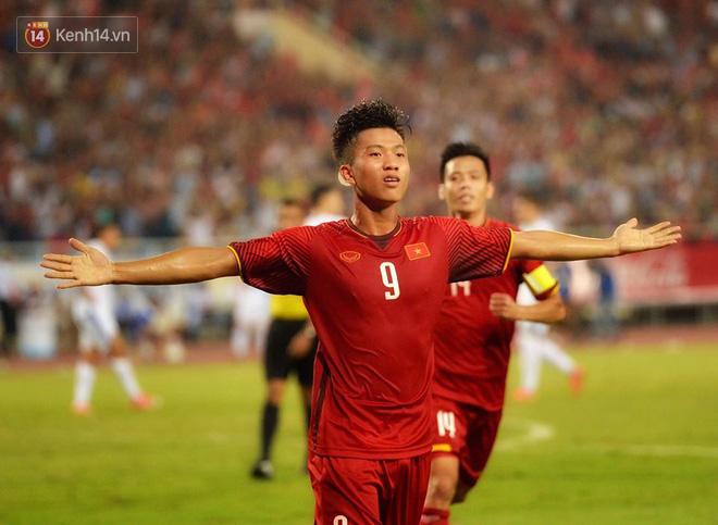 Hình ảnh đẹp, đầy xúc động của U23 Việt Nam sau khi lên ngôi giải Tứ hùng 7