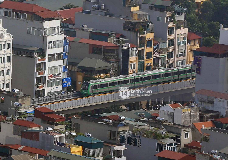 Chùm ảnh: Hành trình 15 phút đoàn tàu đường sắt trên cao lao vun vút từ ga Cát Linh tới Yên Nghĩa 11
