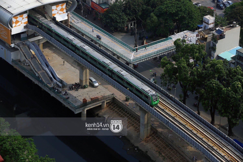 Chùm ảnh: Hành trình 15 phút đoàn tàu đường sắt trên cao lao vun vút từ ga Cát Linh tới Yên Nghĩa 6
