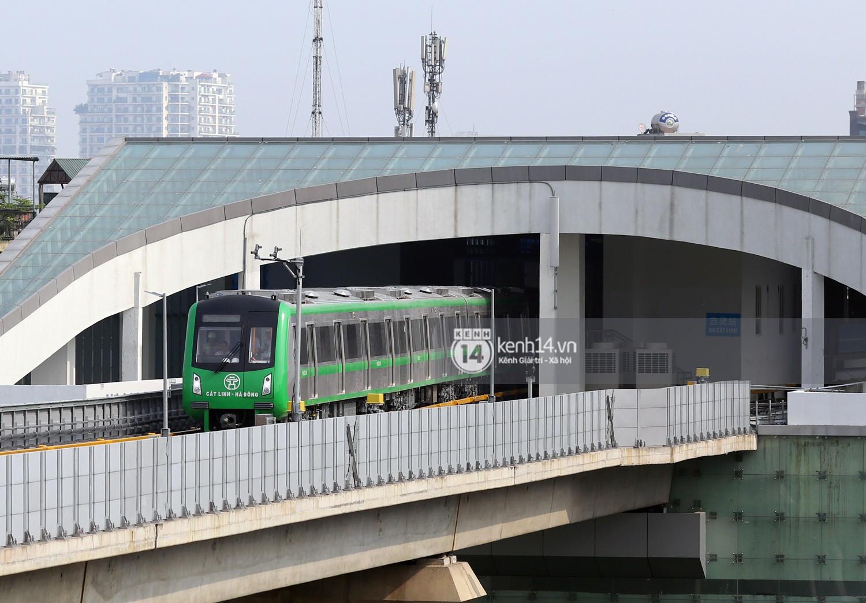 Chùm ảnh: Hành trình 15 phút đoàn tàu đường sắt trên cao lao vun vút từ ga Cát Linh tới Yên Nghĩa 1