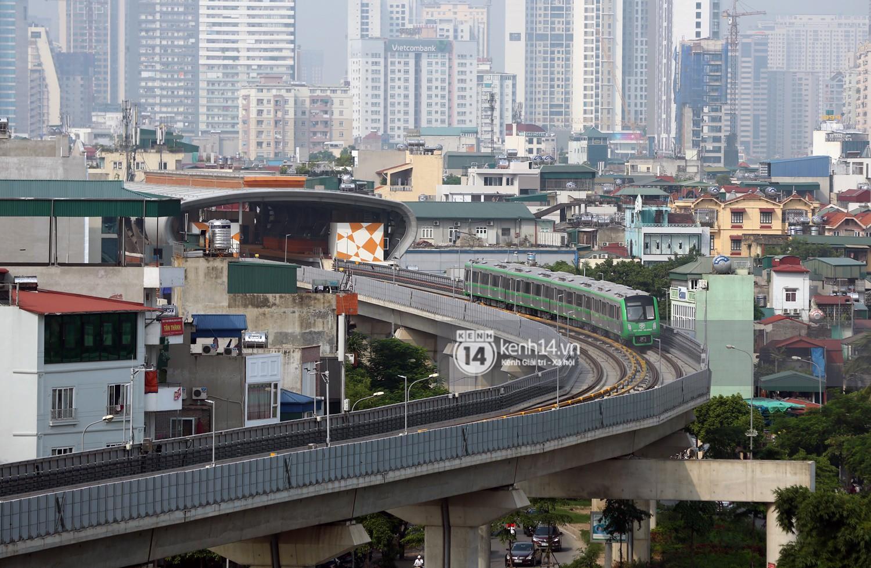 Chùm ảnh: Hành trình 15 phút đoàn tàu đường sắt trên cao lao vun vút từ ga Cát Linh tới Yên Nghĩa 5