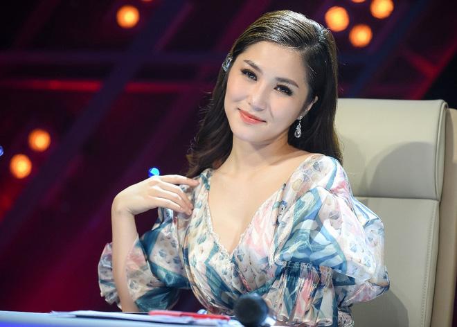 Phía sản xuất The Debut tung đoạn clip quay lén cảnh giám khảo Hương Tràm bị loại - Ảnh 1.