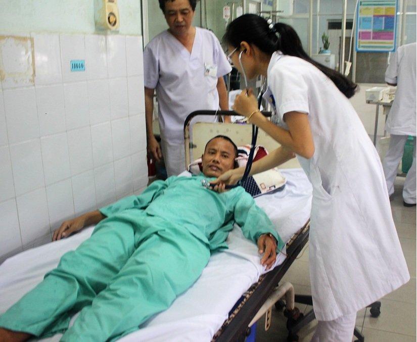 Hình ảnh Quảng Nam: Bác sĩ gắp được cả lưỡi câu, bật lửa từ trong phổi bệnh nhân số 2