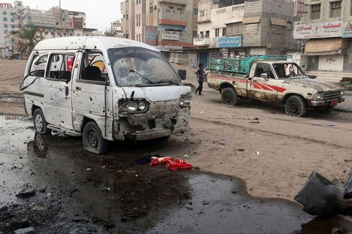 Xe buýt chở học sinh đi dự trại hè trúng không kích, 104 người thương vong 4