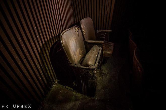 Rạp phim bị bỏ hoang ở Hong Kong: Điểm vui chơi nổi tiếng giờ chỉ còn lại đống đổ nát âm u vì những lời đồn thổi chết chóc - Ảnh 3.