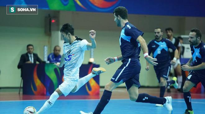 Lội ngược dòng xuất thần, đội bóng Việt Nam hiên ngang vào chung kết châu Á 1