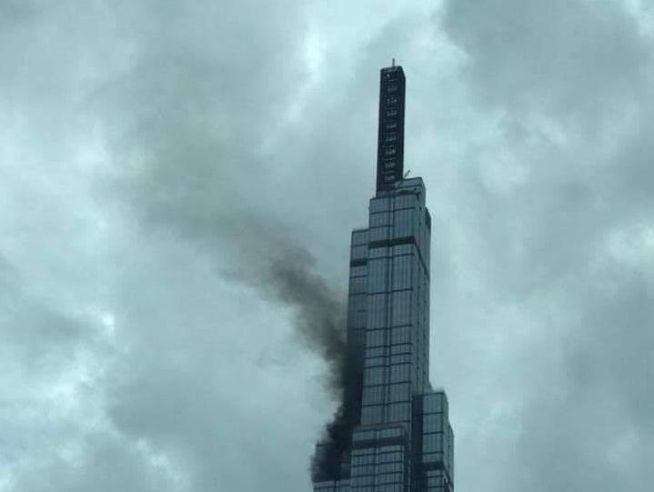 Khói đen bốc lên từ tòa Landmark 81 cao nhất Việt Nam 1