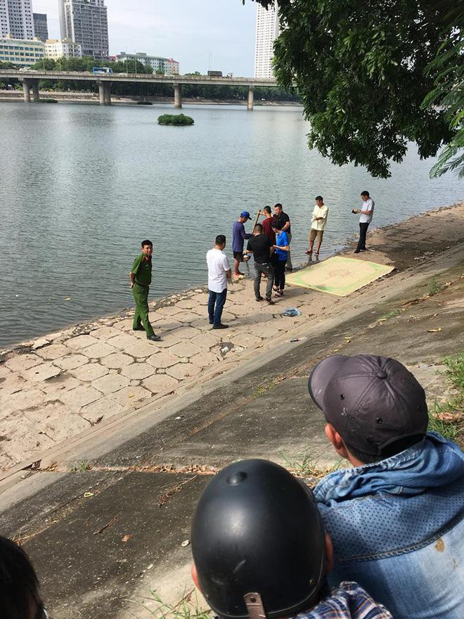 Hà Nội: Đi tập thể dục phát hiện thi thể người phụ nữ mặc áo 2 dây màu đen nổi trên hồ Linh Đàm 1