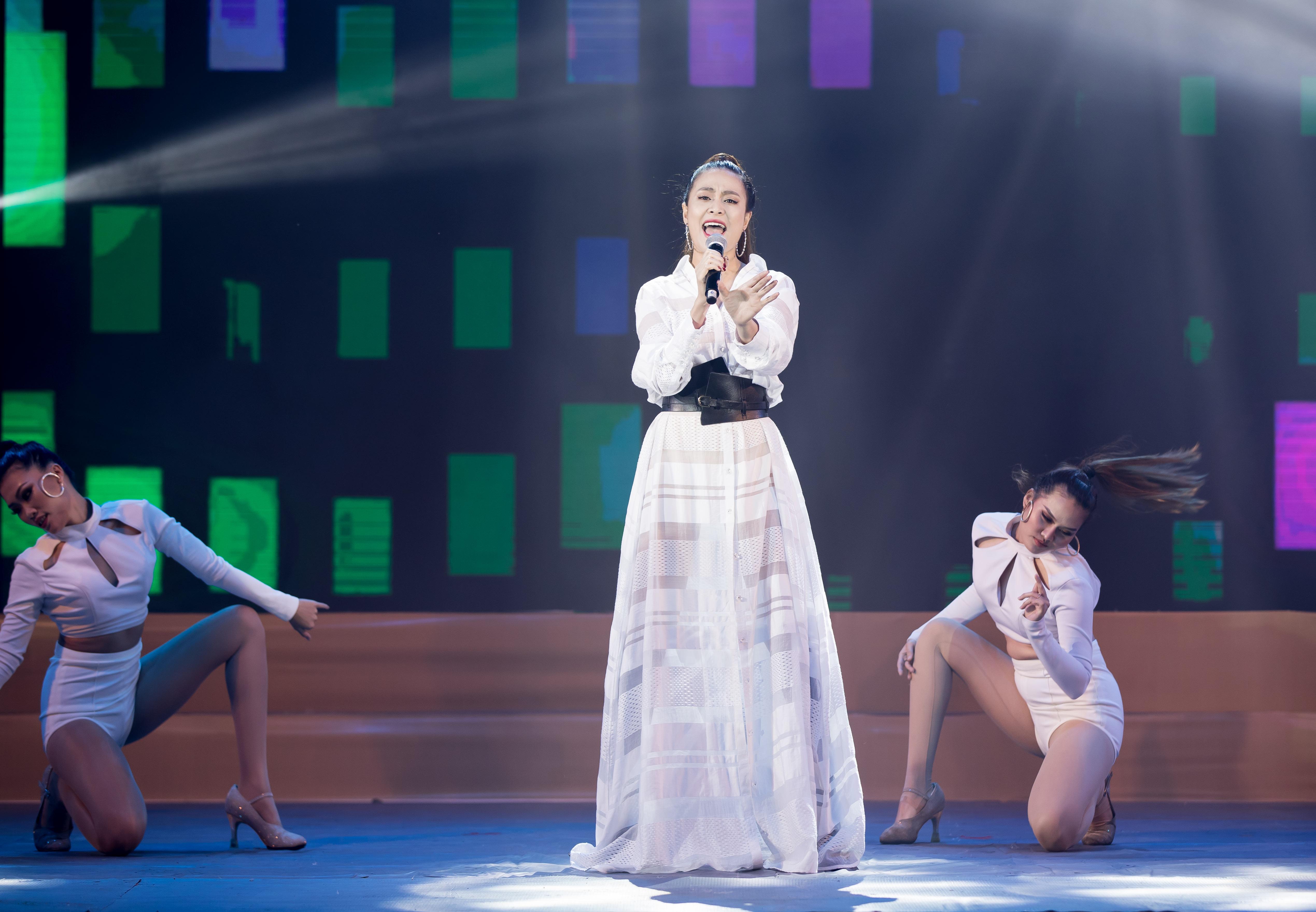 Á hậu Huyền My, Mâu Thủy trổ tài ca hát cùng Hồ Ngọc Hà 8