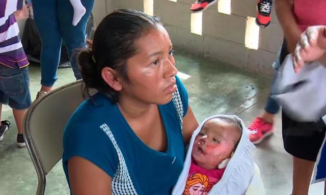Bé 7 tháng tuổi bất ngờ mở mắt trong vòng tay mẹ vào tang lễ của mình 1