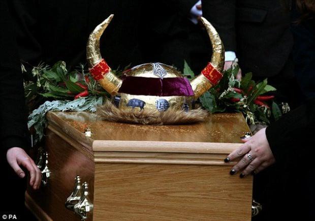 Sự thật đáng sợ bên trong phòng lạnh tại nhà tang lễ ở Anh 1