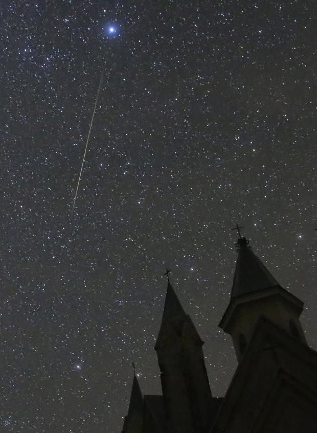 Những hình ảnh mưa sao băng Perseid đẹp tuyệt vời trên bầu trời đêm 2