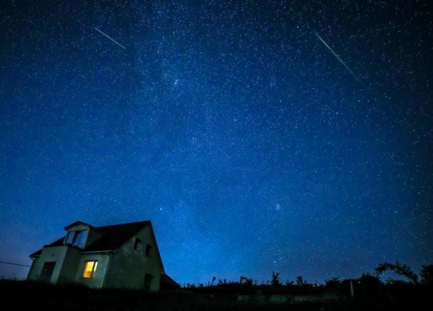 Những hình ảnh mưa sao băng Perseid đẹp tuyệt vời trên bầu trời đêm 11