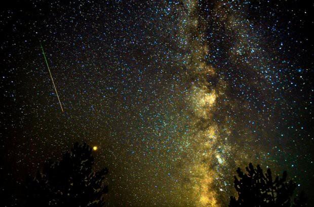 Những hình ảnh mưa sao băng Perseid đẹp tuyệt vời trên bầu trời đêm 4
