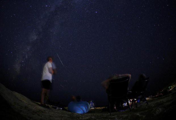 Những hình ảnh mưa sao băng Perseid đẹp tuyệt vời trên bầu trời đêm 9
