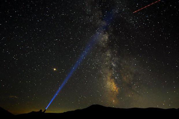 Những hình ảnh mưa sao băng Perseid đẹp tuyệt vời trên bầu trời đêm 10
