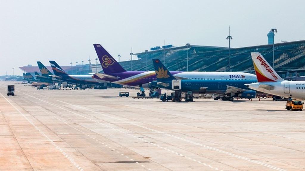 3 chuyến bay phải dừng chờ ở Nội Bài vì phế thải rơi vãi trên sân đỗ 1