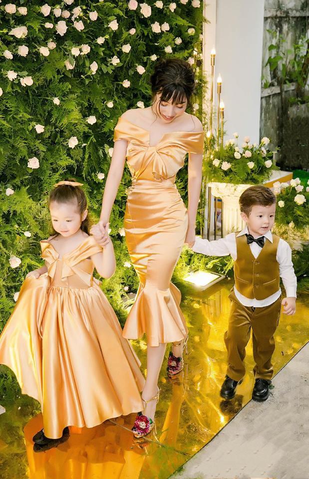 Cận cảnh vẻ nóng bỏng của Tâm Tít, Elly Trần - những bà mẹ 2 con hot nhất showbiz Việt - Ảnh 1.