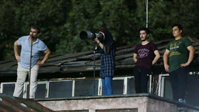Đây là cách nữ nhiếp ảnh gia thể thao người Iran chụp ảnh trận đấu bóng đá dù bị cấm vào sân vận động 6