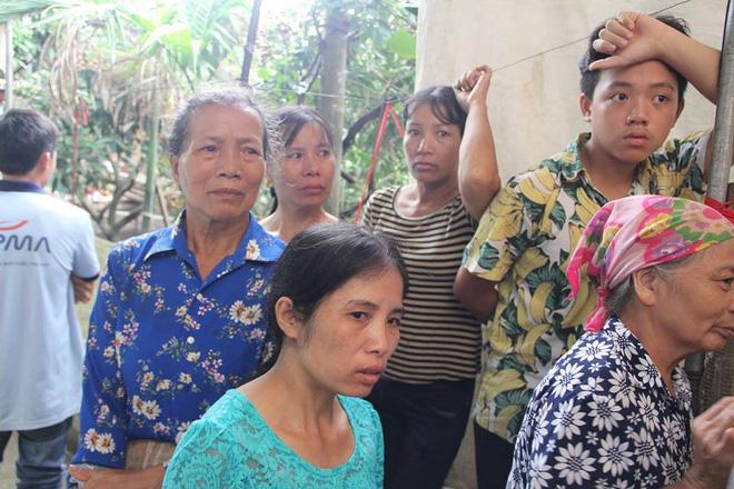 Người thân, hàng xóm khóc nghẹn trong lễ tang hai vợ chồng bị kẻ lạ sát hại trong đêm ở Hưng Yên 7