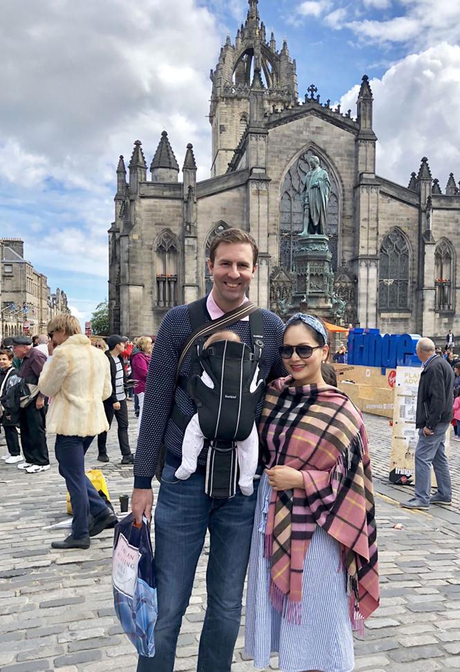 'Diệu' Lan Phương đưa con gái về thăm nhà chồng tại Anh 3