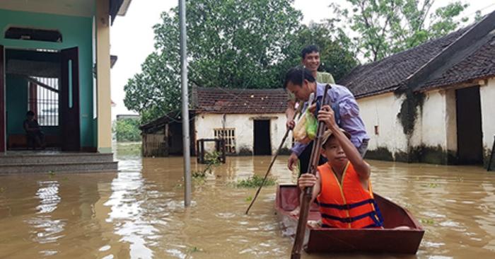 Hơn 7.000 người dân Thanh Hoá trắng đêm chạy lũ 1