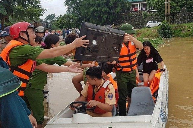 Hơn 7.000 người dân Thanh Hoá trắng đêm chạy lũ 4